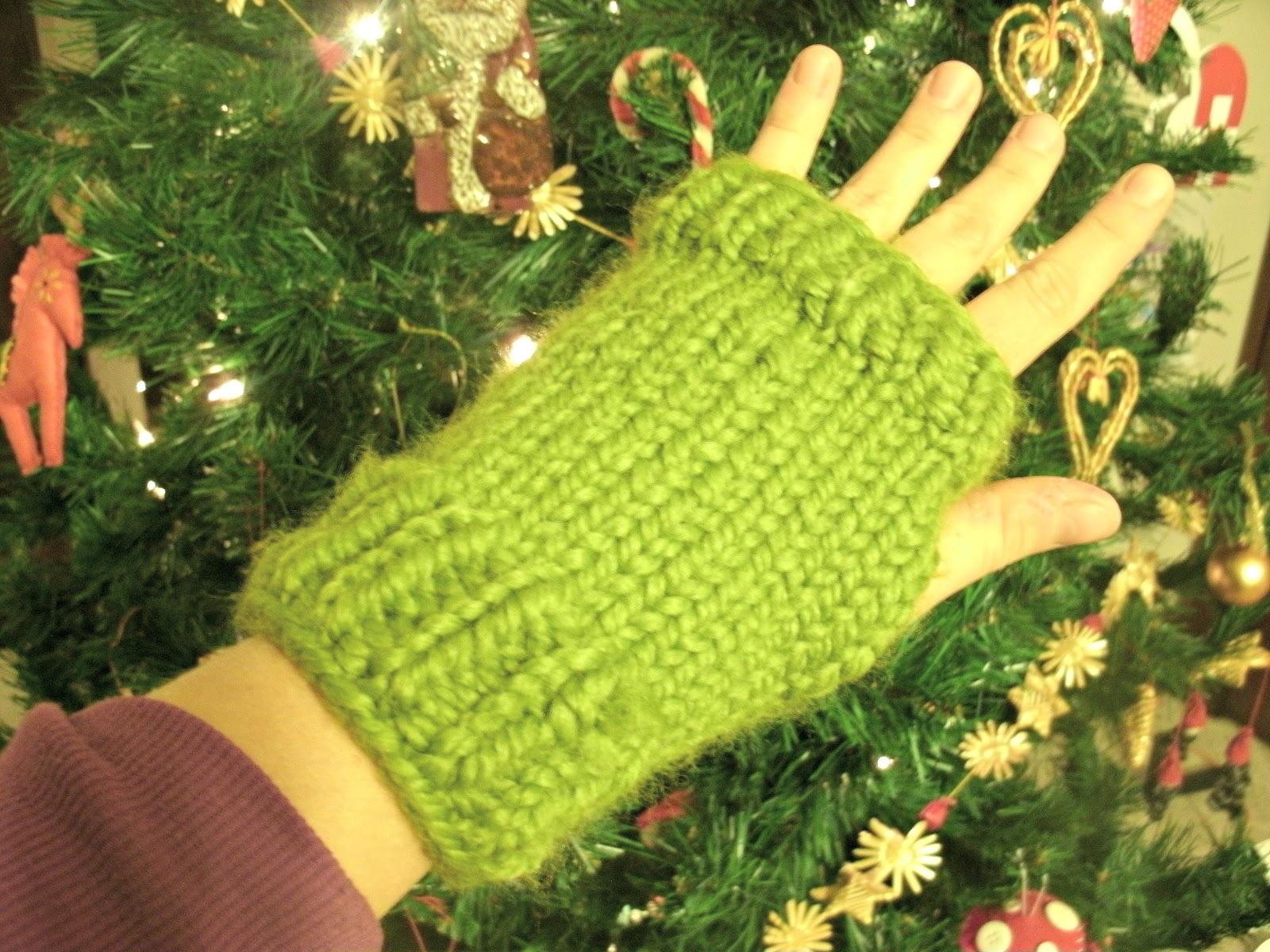 Mama gs big crafty blog free pattern fast and chunky knitted free pattern fast and chunky knitted fingerless gloves dt1010fo