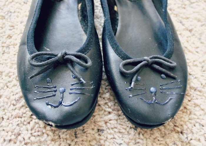 diy black cat shoes using a glue gun to draw whiskers and eyes on the toes