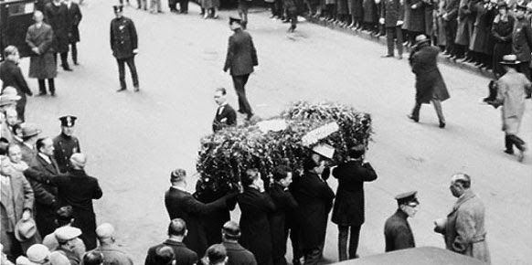 WILD ABOUT HARRY: Houdini lying in state at Elks Lodge #1