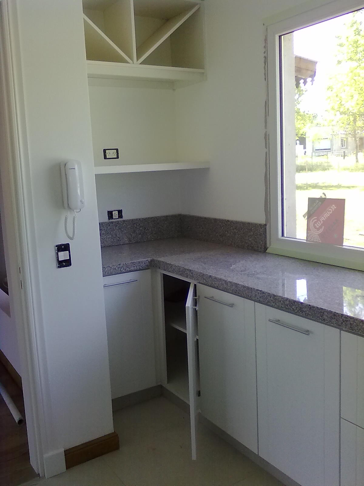 Muebles a medida tandil amoblamiento cocina laqueado blanco for Amoblamientos de cocina a medida precios