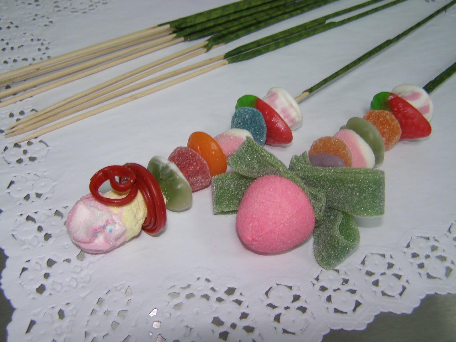El blog de fresa y chocolate ramo chuches for Envolver brochetas de chuches