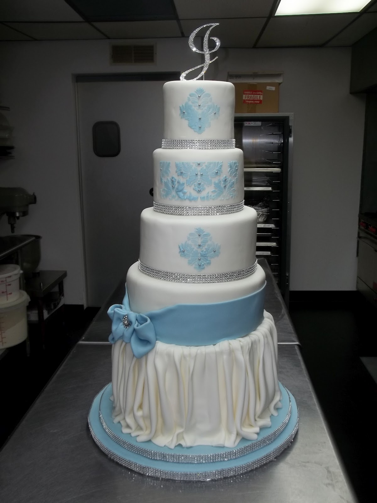 the sin city mad baker nicole 39 s wedding cake in st louis