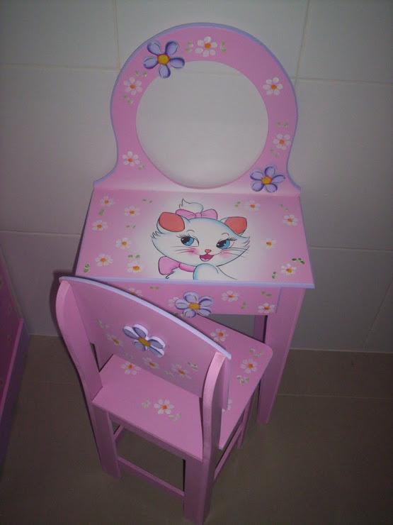 Penteadeira infantil Gatinha Marie R$ 230,00