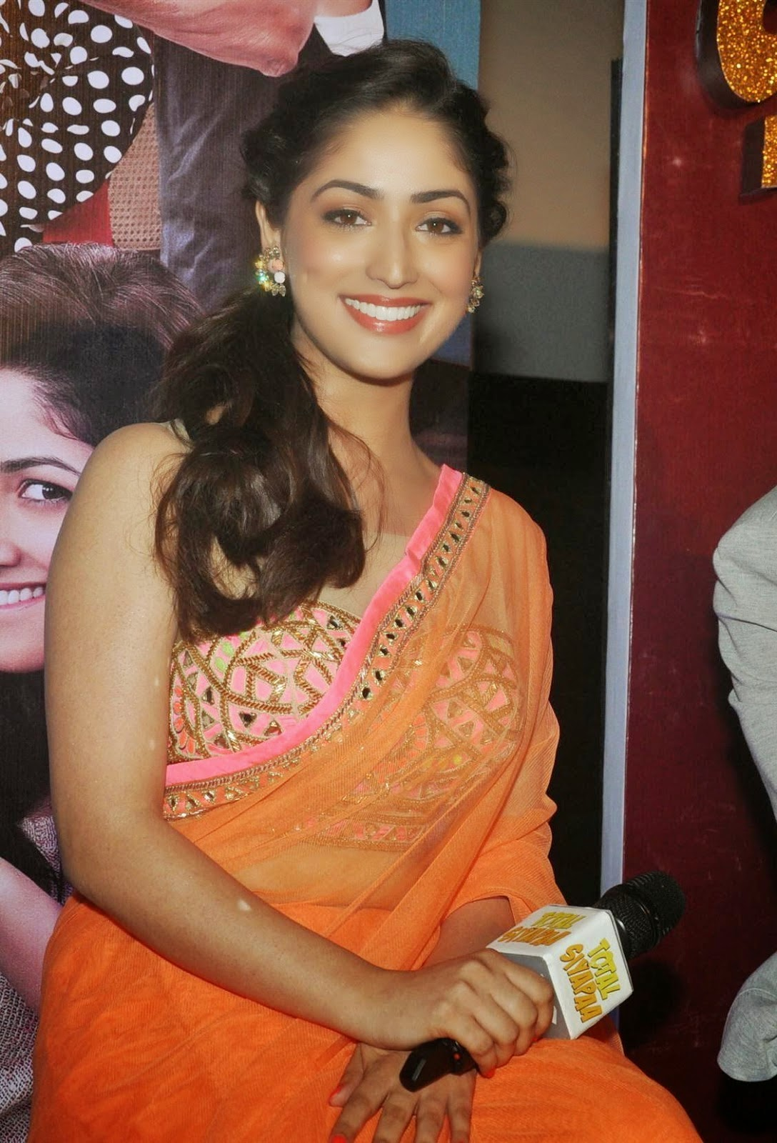 Yami Gautam Hot HD Wallpapers in Saree