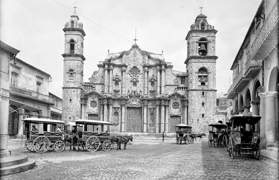 La catedral de La Habana fotografiada en el año 1900