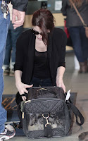 ashley-greene-confussed-at-Vancouver-International-Airport5.jpg