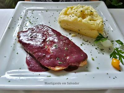 Oui Restaurant: Filé de Linguado ao Molho de Uvas
