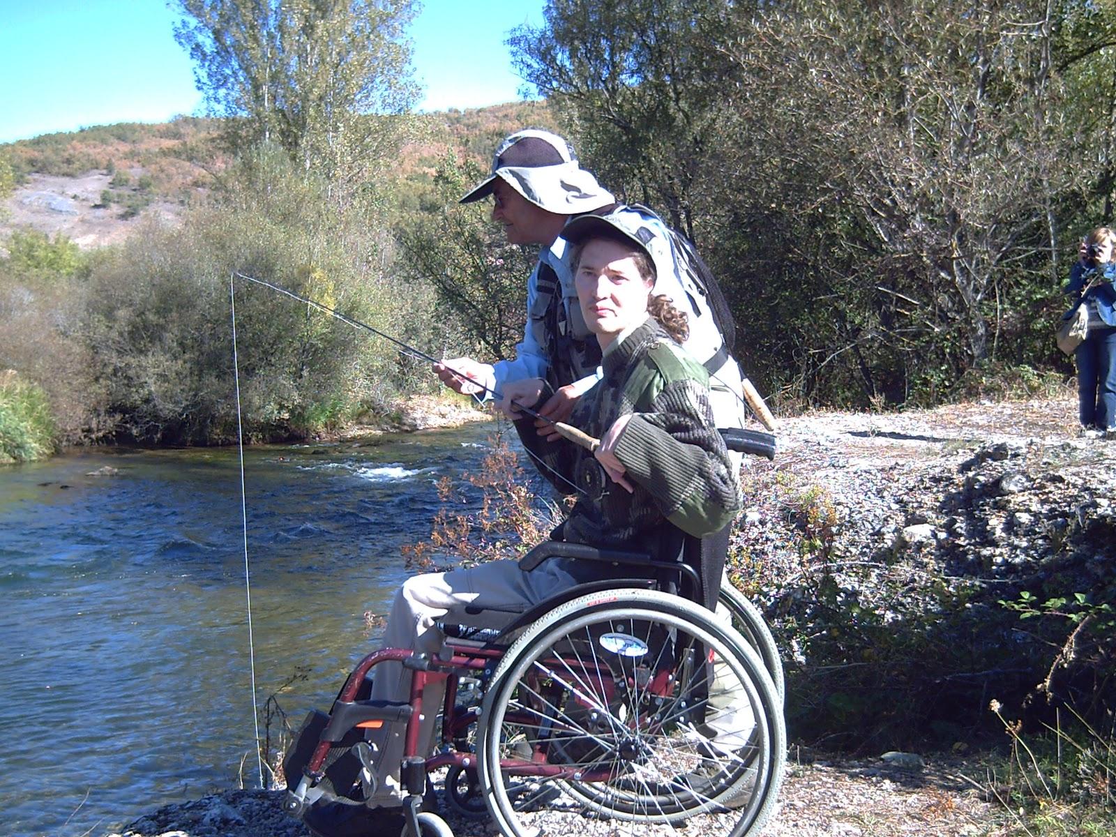 Lance sobre silla de ruedas territorio pesca - Silla de pescar ...