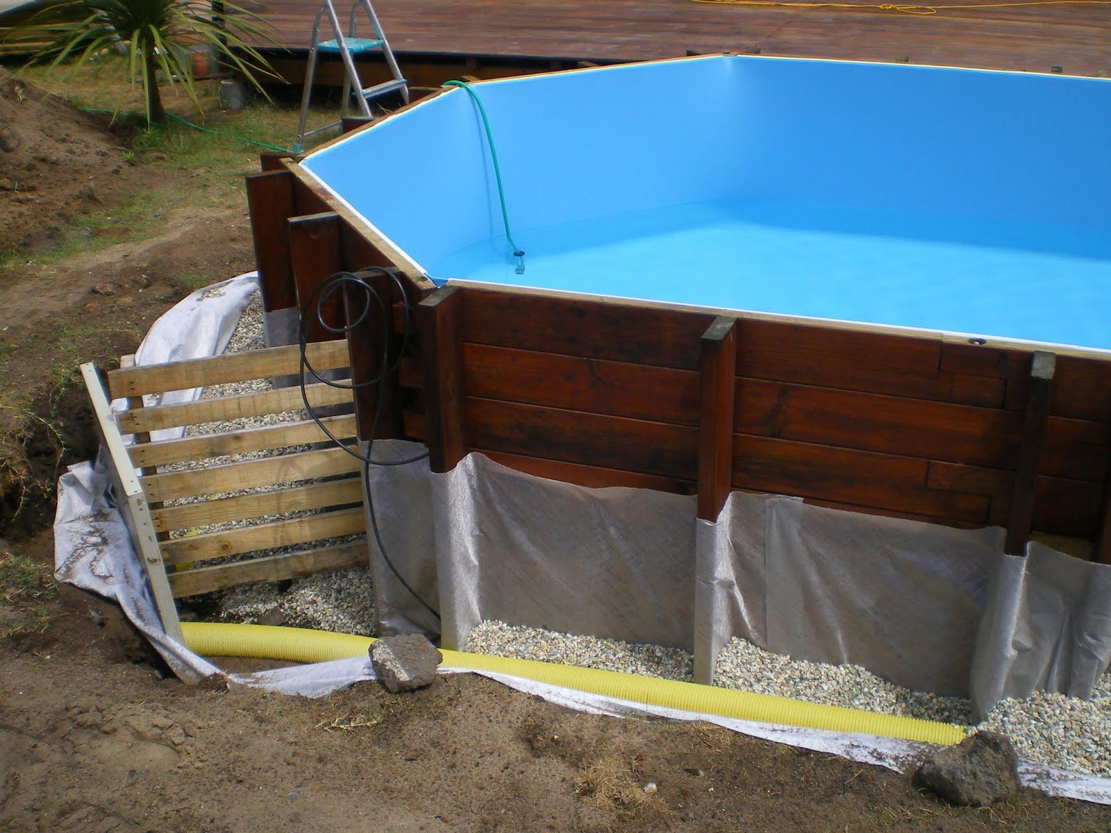 Piscine en kit bois phase 5 mise en eau et pose du drainant - Tour de piscine en bois ...