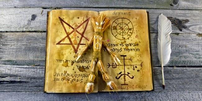 Sekolah Di Florida Bagikan Buku Berisi Simbol Setan