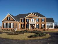Fachada de casa bonita y grande