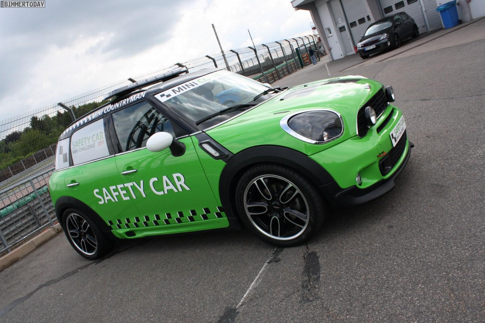 MINI Countryman Motoring: PHOTO :: MINI Countryman Safety Car