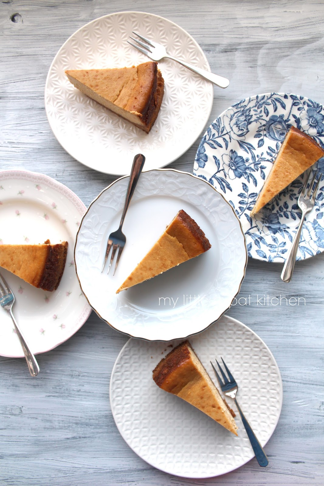 My Little Expat Kitchen: Two awards and one dulce de leche cheesecake
