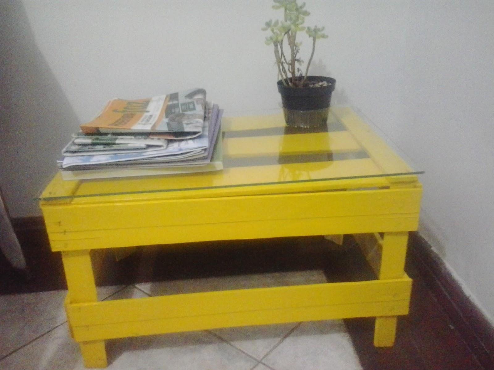 de Trecos: Transforme o caixote de madeira em mesinha de canto ou de  #B49917 1600x1200