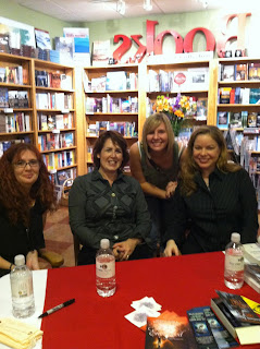 Melissa Marr, Kelley Armstrong, Me, and Jeaniene Frost