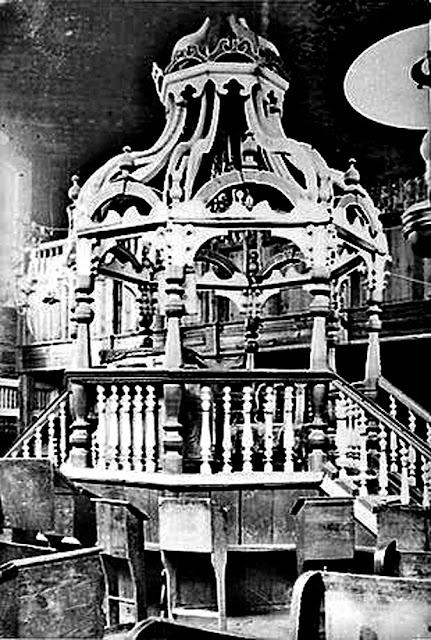 Bima w synagodze (Księga Kinsk Yizkor).
