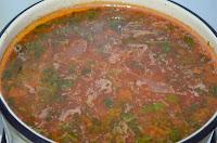 Суп харчо: Заправить специями, зеленью