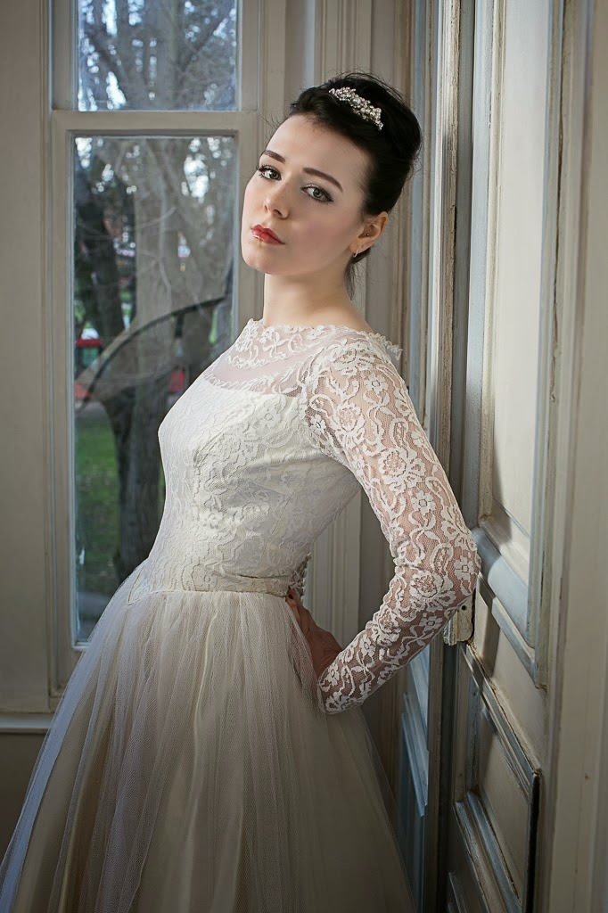 Neat fitted lace bodice and chic boat neck.