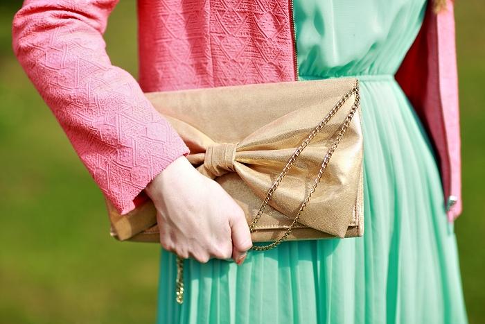 gold purse, zlaté psaníčko, mašle, mentolové šaty, mint dress