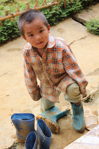 A cute H'mong child in Simacai
