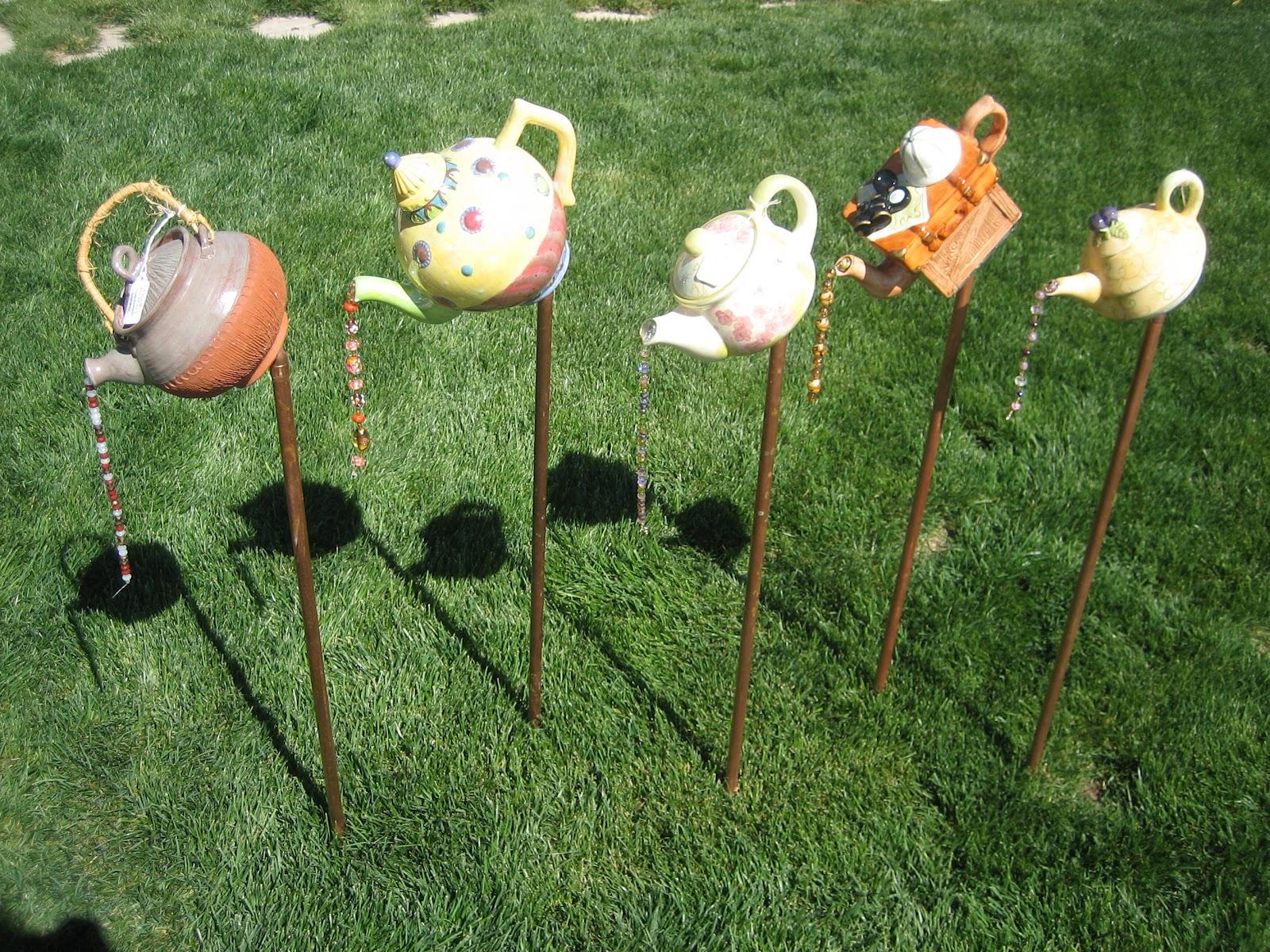 Repurposed designs by allen glassware totems birdfeeders for Lawn art patterns