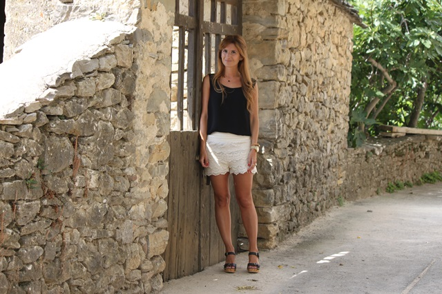 look_con_shorts_de_blonda