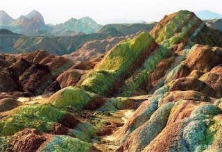 Gunung+Danxia+3 Gunung Danxia, Gunung Kaya Warna Yang Mirip Dengan Pelangi