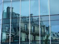 Fond d'écran juin 2011 - Reflets d'un immeuble ancien dans un immeuble moderne