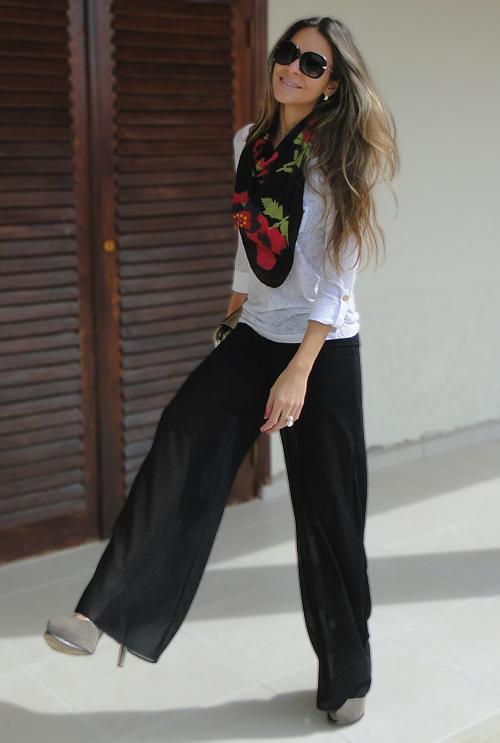 calca-pantalona-preta-com-transparencia