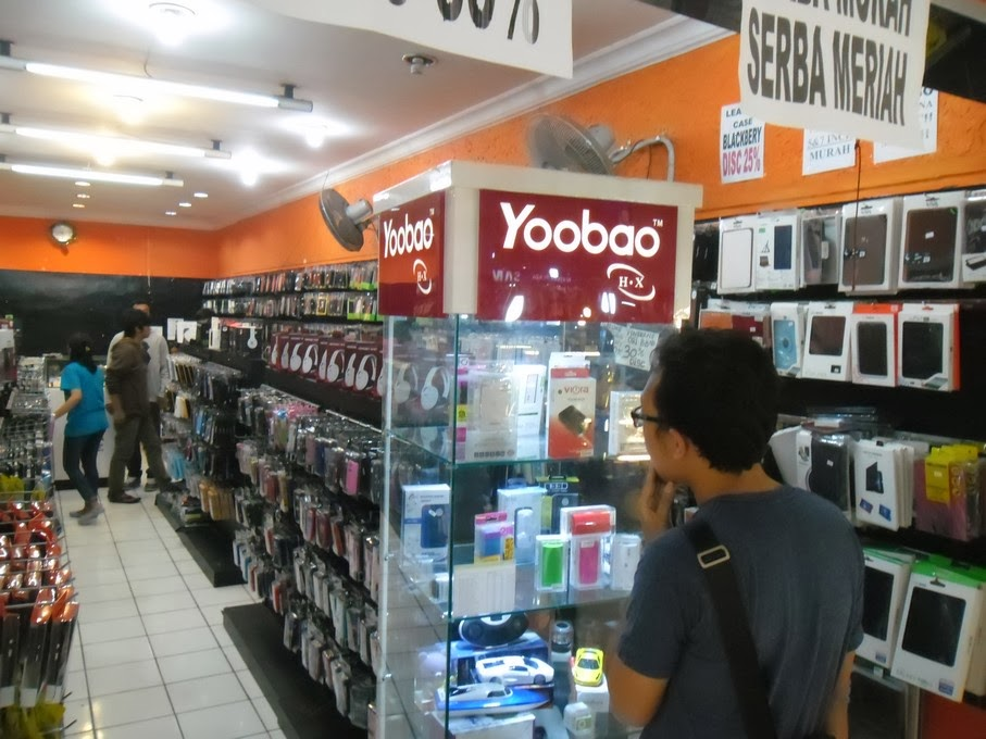 sebelum Etalase - Commercial Display Toko Handphone