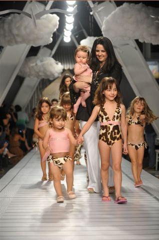 Desfile Le Petit Bain Fashion Weekend Kids By Adriana