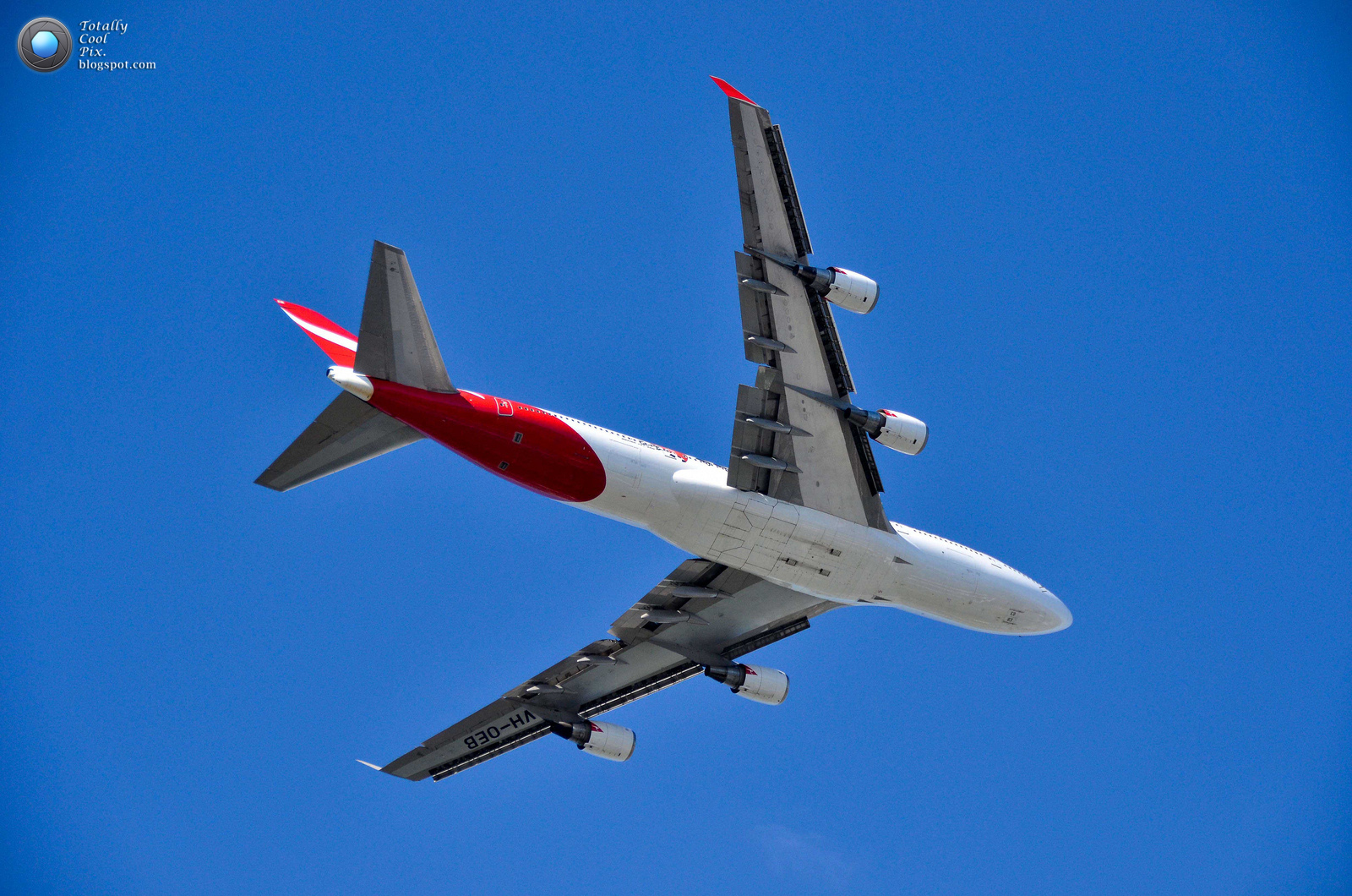 http://1.bp.blogspot.com/-VYqf8Q3CIEs/T9xWEJsJKYI/AAAAAAAABUw/aJ8JaFn1mmY/s1600/22-Australia-2012-F1-Grand-Prix-Airshow-Wallpaper-Keith-McInnes-Photography-QANTAS-747-overhead.jpg