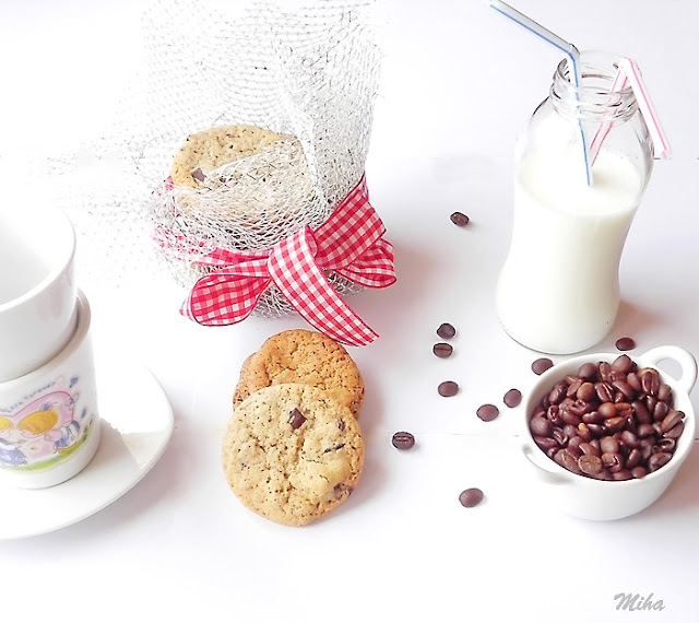 Prajiturele cu ciocolata si migdale
