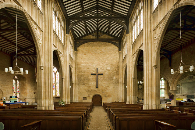 The lofty nave at St Mary the Virgin Church in Chipping Norton by Martyn Ferry Photography