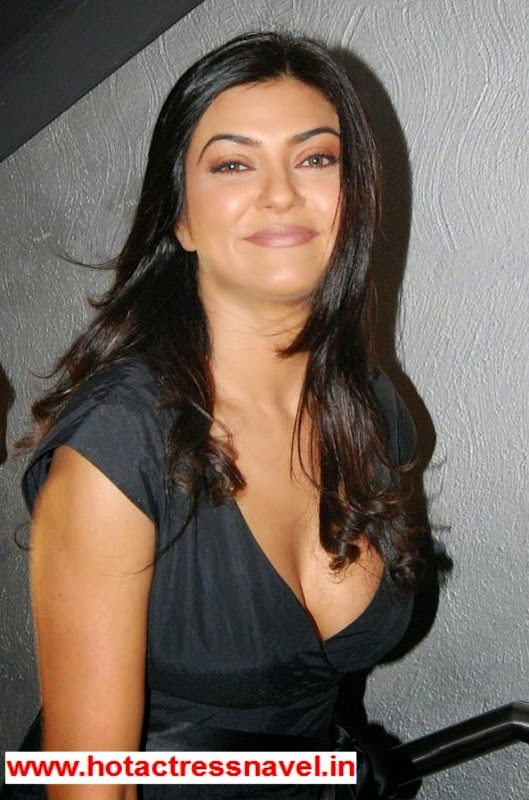 Sushmita Sen Exposes Her Hot Clevage