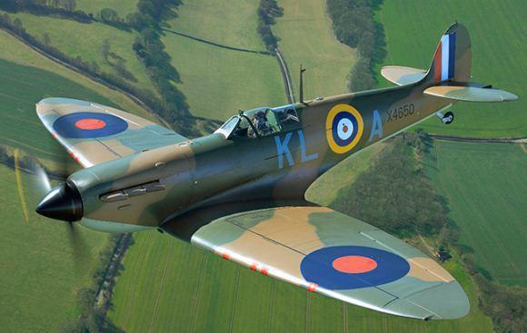 Supermarine Spitfire menggunakan mesin Rolls-Royce Griffon