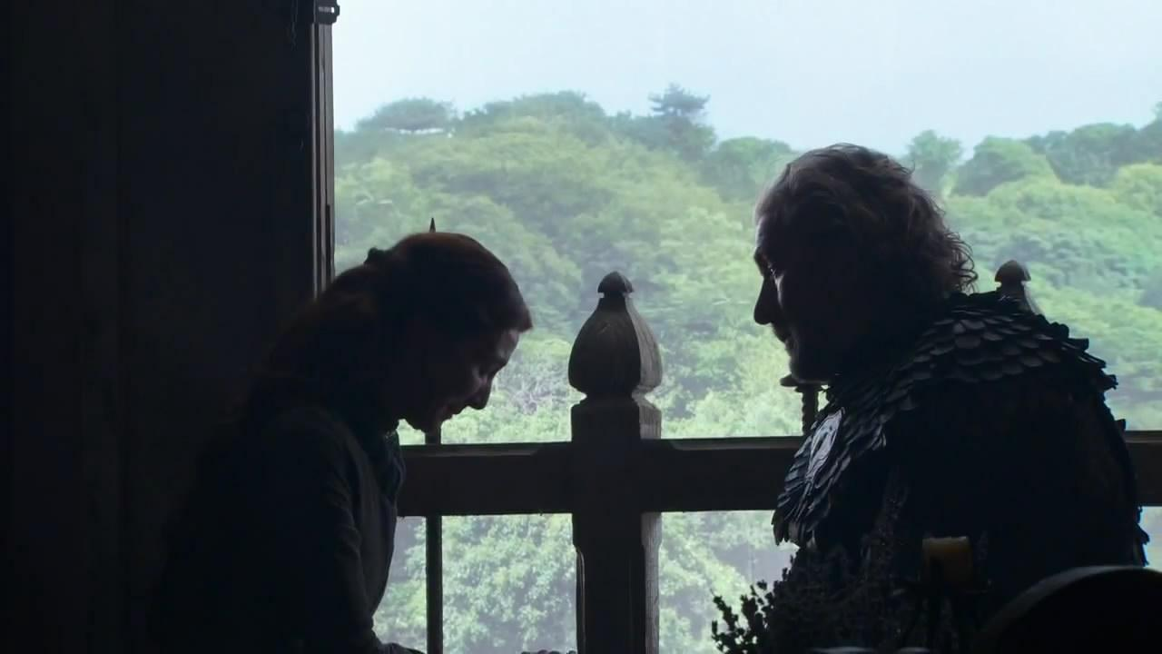 """Clive Russel como como Brynden Tully, o """"The Blackfish"""", como se lo conoce por el escudo de su casa.  También vemos a Lady Stark (Michelle Fairley)"""