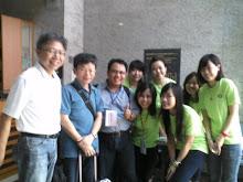 dari kanan; Prof Lee, Prof. Seng , dari TAIWAN, Arif Ainur Rofiq dan mahasiswa Universitas Shue Yan