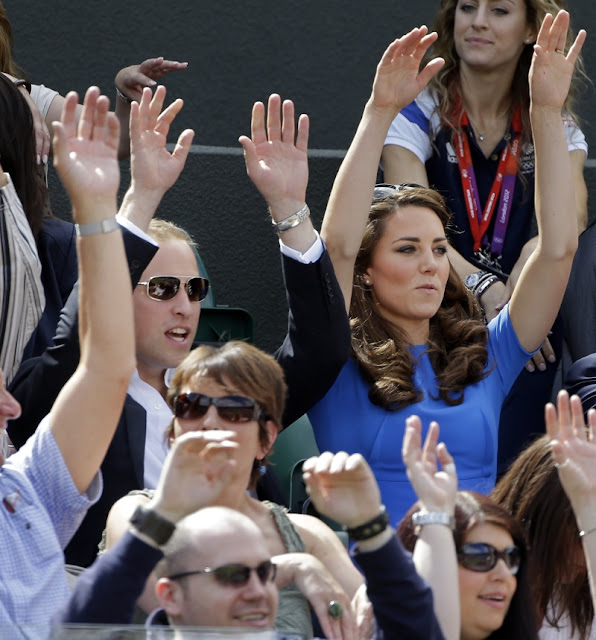 Kate Middleton, Stella McCartney, Blue dress, Mexican wave