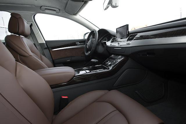 вид с переднего пассажирского сидения Audi A8 Hybrid 2012 года