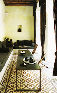 image via Côté Sud Magazine as seen on linenandlavender.net:  http://www.linenandlavender.net/2011/02/simple-and-serene.html
