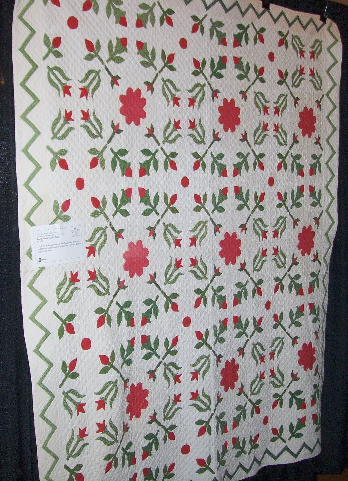 Under Quilted Covers: Red and Green Applique : red and green quilts - Adamdwight.com
