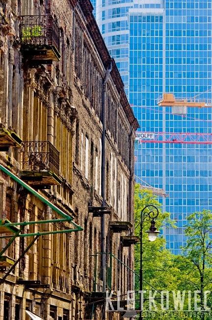 Warszawa: kontrasty z ulicy Próznej