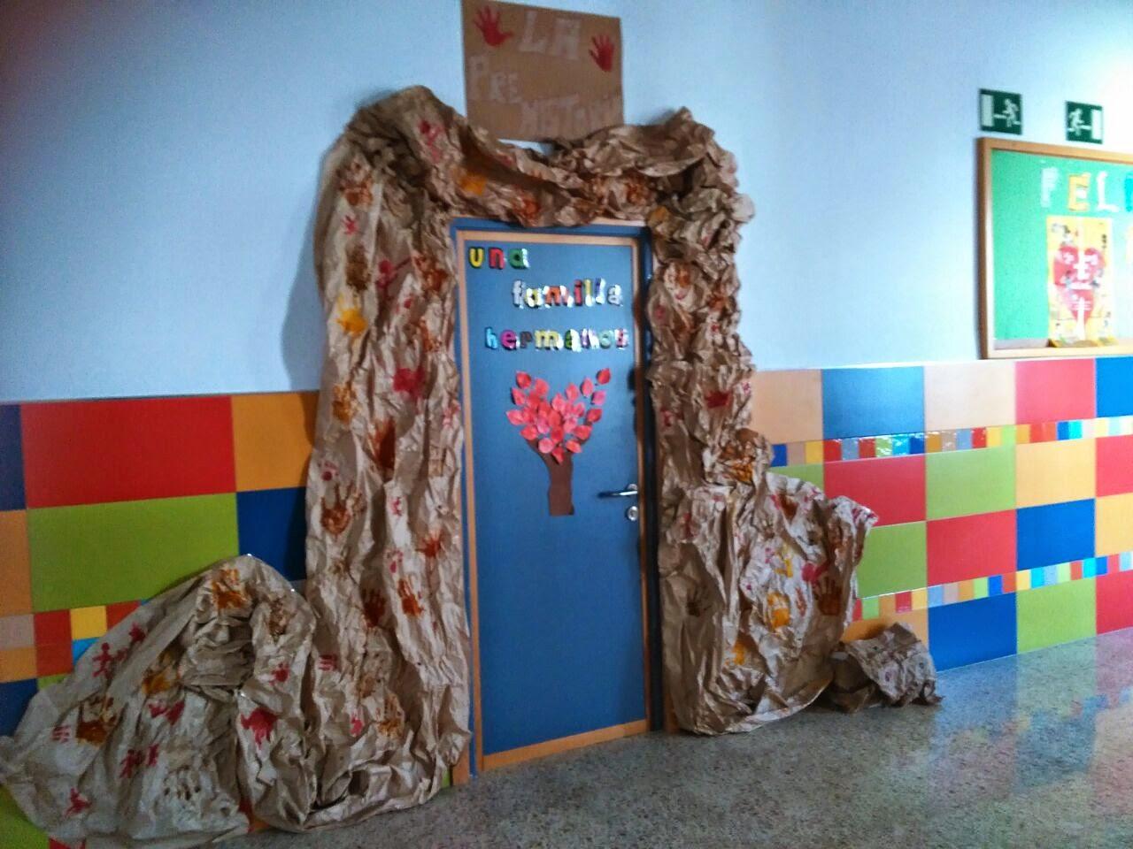 Colegio san agust n chiclana una puerta a la prehistoria for Decoracion de puertas de colegio