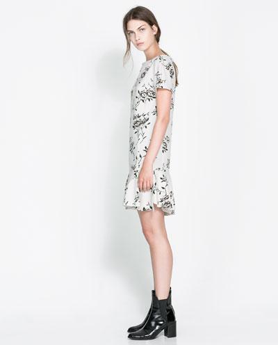çiçek desenli beyaz kısa elbise