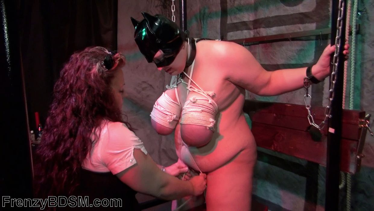 For all lovers of BDSM this mature women is giving a nice treatment to her ...