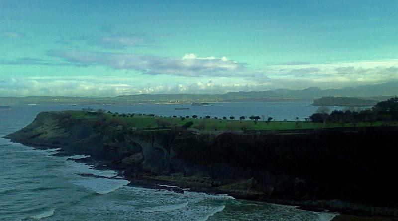 Campo Municipal de Golf de Mataleñas y cabo Menor