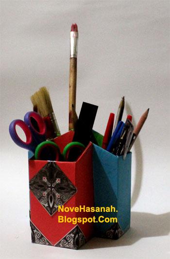 cara membuat atau langkah-langkah pembuatan kotak pensil dari bekas kemasan teh celup dan potongan-potongan ornamen kartu undangan 1