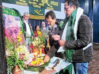 Mann Ghisingh pays respect to Subash Ghisingh