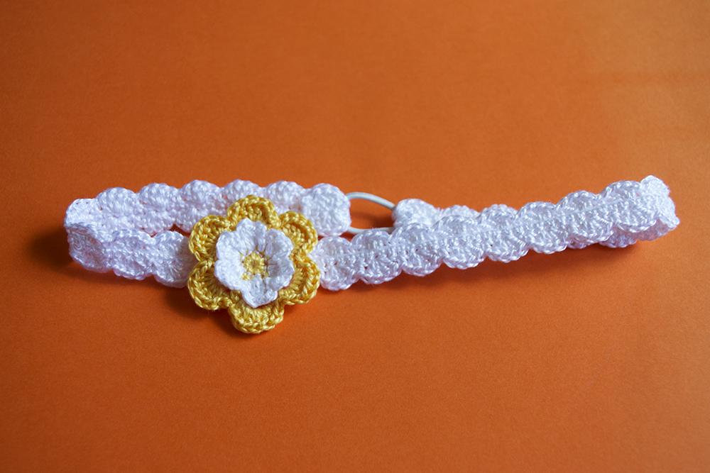 La aguja del sur sandalias amarillas con diadema de for Diademas para bebes de ganchillo